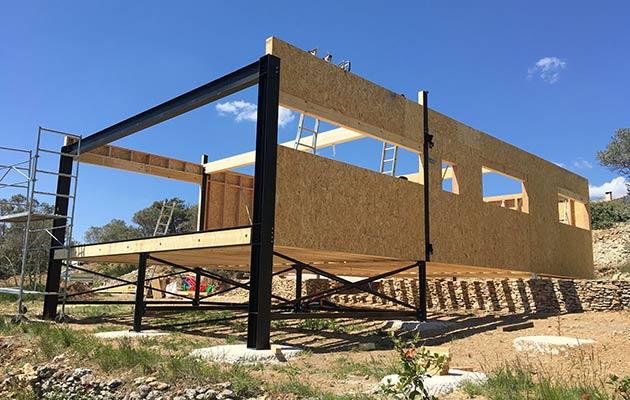 Maison structure mixte Ossature bois & structure métal, en cours de construction (2016 ; 04300 Forcalquier)