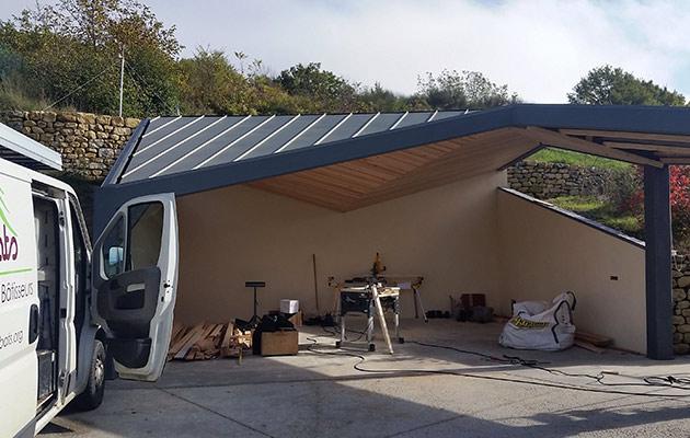 Carport ou abri voitures bois au style contemporain