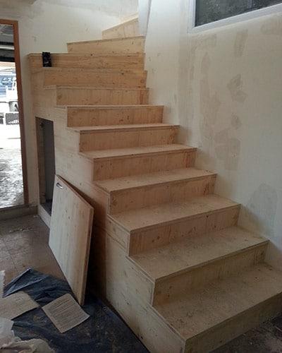 Escalier en panneaux de bois 3 plis